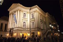 Extérieur_du_Théâtre_des_États,_à_Prague,_République_Tchèque