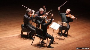 Studying tiny changes in timing can reveal if a string quartet has a leader or not