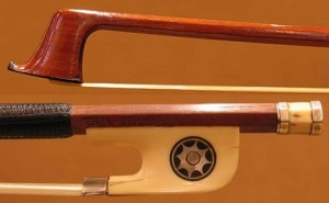 Violin bow by Francois Jude Gaulard, stick in pernambuco and frog in ivory with sun, 1820/25
