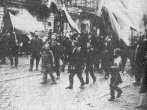 Demonstrators on 9 January approaching the Winter Palace