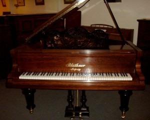 Bluthner-style-7-Rose-black-2