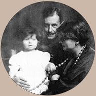 Manon Gropius with her parents Alma Mahler and Walter Gropius, 1918