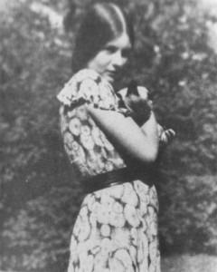 Manon Gropius and a Siamese cat