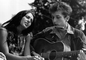 Joan Baez and Bob Dylan perform during a civil rights rally on August 28, 1963, in Washington D.C. (Photo: Rowland Scherman/National Archive/Newsmakers)