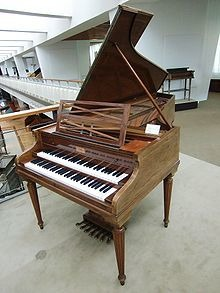 Landowska's favored instrument, the Pleyel Grand Modèle de Concert (1927) Berlin: Musikinstrumentenmuseum