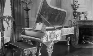 The 1903 'gold' Steinway piano. (White House Historical Association)