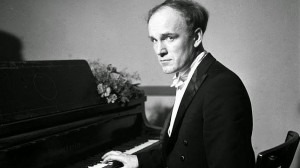 Sviatoslav Richter in the traditional male concert attire of white tie and tailsCredit: http://www.abc.es/