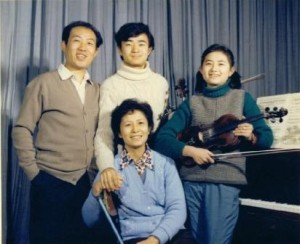 Hu Weimin, Hu Kun and familyCredit: http://www.hukun.net/