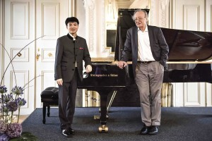 With Alfred BrendelCredit: https://www.nmz.de/
