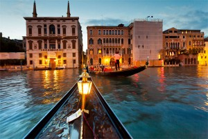 italy-venice-gondola-night