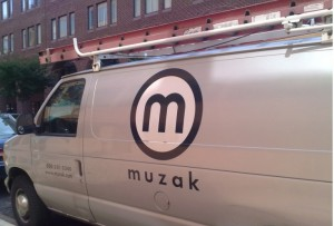 Muzak(brownpau) / Flickr )