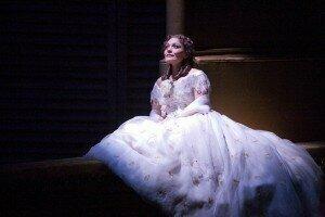 Ailyn Pérez as Violetta in La traviata © Neil Gillespie/ROH 2012