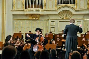 Amit Peled performs Dvorak with the PSN Festival Orchestra under John Nardolillo at Salzburg's Mozarteum © Classical Movements