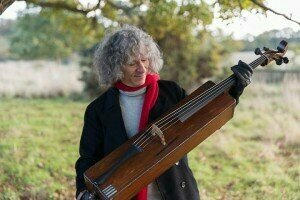 Stven Isserlis with the Trench cello to Jens Braun  © The Guardian
