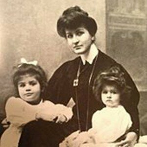 Alma Mahler with Maria and Anna