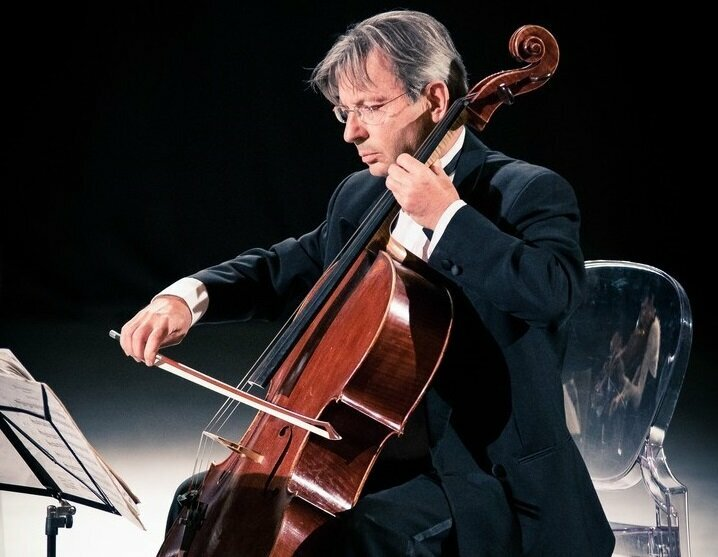 A Performance in the Making <br/> Jean de SPENGLER <br/>Speaks about the <em>Cello Suites</em> by Bach