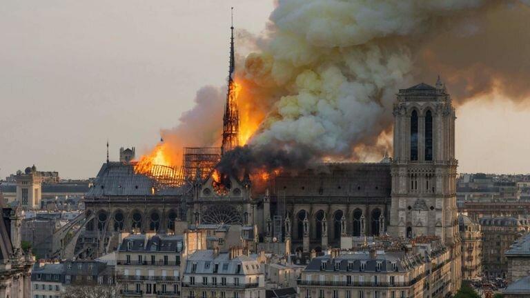 Notre Dame de Paris <br></noscript><img class=