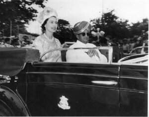 Jayachamarajendra Wadiyar with Queen Elizabeth II during her visit to Bangalore (1961)© Private collection of the Wadiyar family