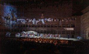 Idomeneo 2019: Issachah Savage (Gran Sacerdote), Jonathan Lemalu (Nettuno / La voce), musicAeterna Choir of Perm Opera, Freiburger Barockorchester© SF/Ruth Walz