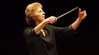 Women Conductors Breaking Through the Glass Ceiling<br></noscript><img class=