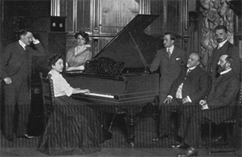 Fannie Bloomfield-Zeisler performed on the Welter-Mignon reproducing piano in 1908.