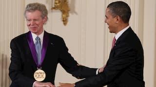 Van Cliburn receiving the National Medal of Arts in 2011