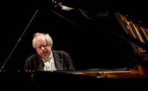 Grigory Sokolov performing