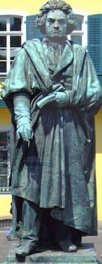 Ernst Julius Hähnel: Beethoven (1845) (Münsterplatz, Bonn)