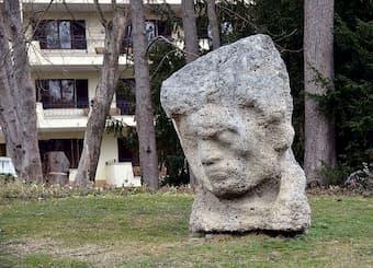 "Matija Vuković : ""The head of Beethoven"" (1969) (Doblhoff Park, Baden) (photo by Berthold Werner)"