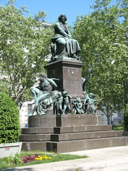 Kaspar von Zumbusch: Beethoven (1880) (Beethoven-Platz, Vienna)