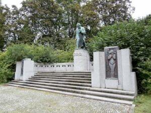 Fritz Hänlein and Robert Oerley: Beethoven (Heildengestädter Park, Vienna)