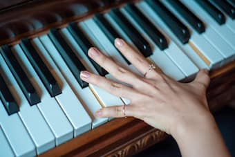 Helpful tips to improve your piano fingering