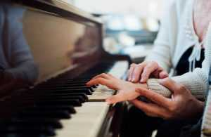 hand and wrist position at the piano