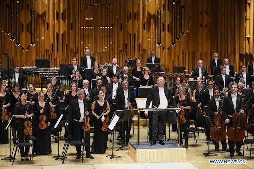 Xu Zhong and the Suzhou Symphony Orchestra