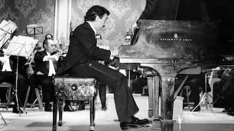 Rafael Orozco performing