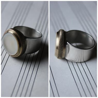 Trumpet valve button ring