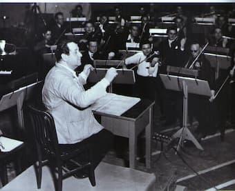 Erich Korngold conducting at Warner Brothers Studio