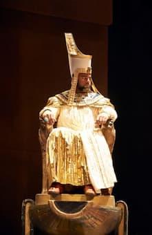 Ryan Speedo Green as King in Aida