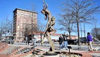 Nguyen Tuan's statue in Greenville